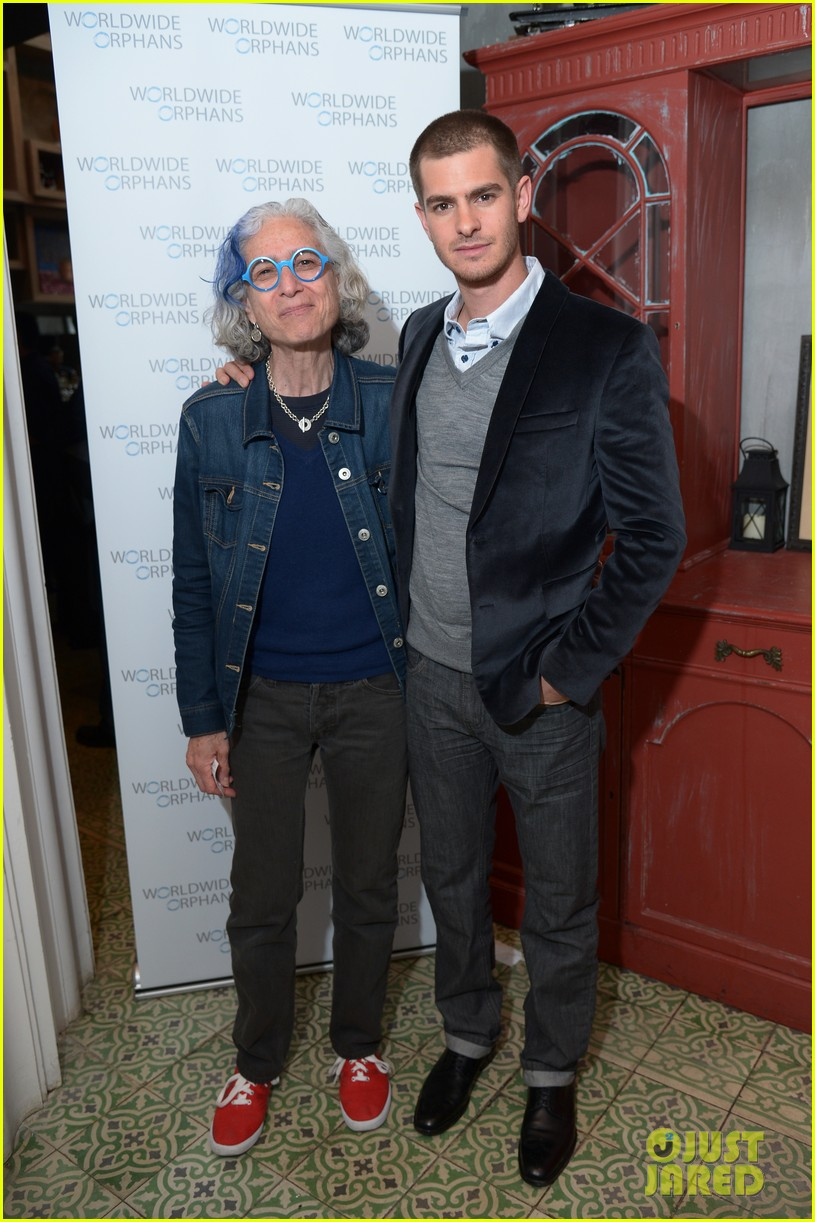 andrew garfield helps raise 10k at worldwide orphans spiderman 2 screening 053100500