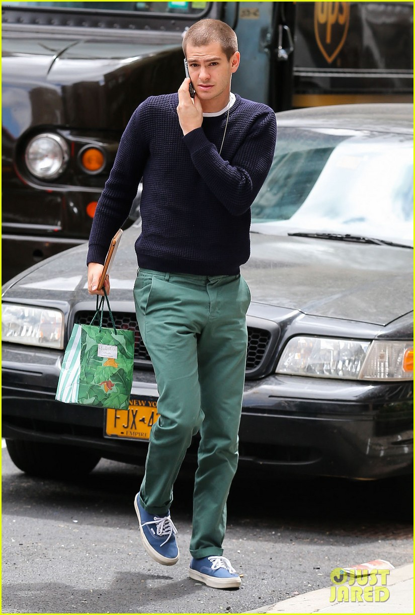 andrew garfield new buzz cut suit him well 013097970