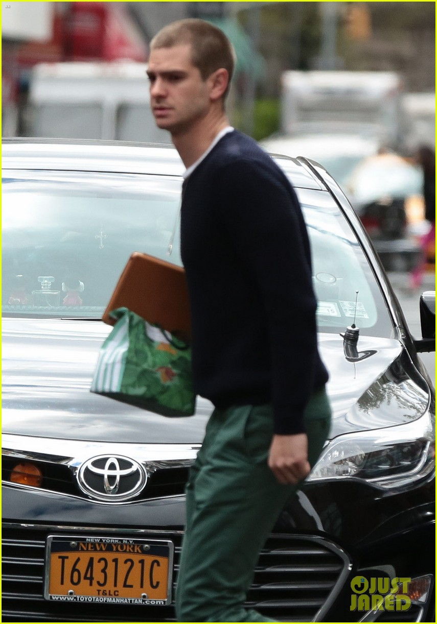 andrew garfield new buzz cut suit him well 023097971