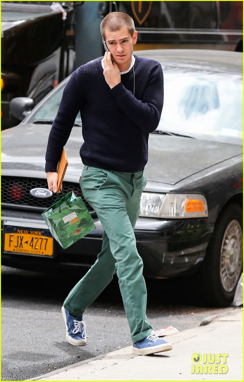 andrew garfield new buzz cut suit him well 033097972