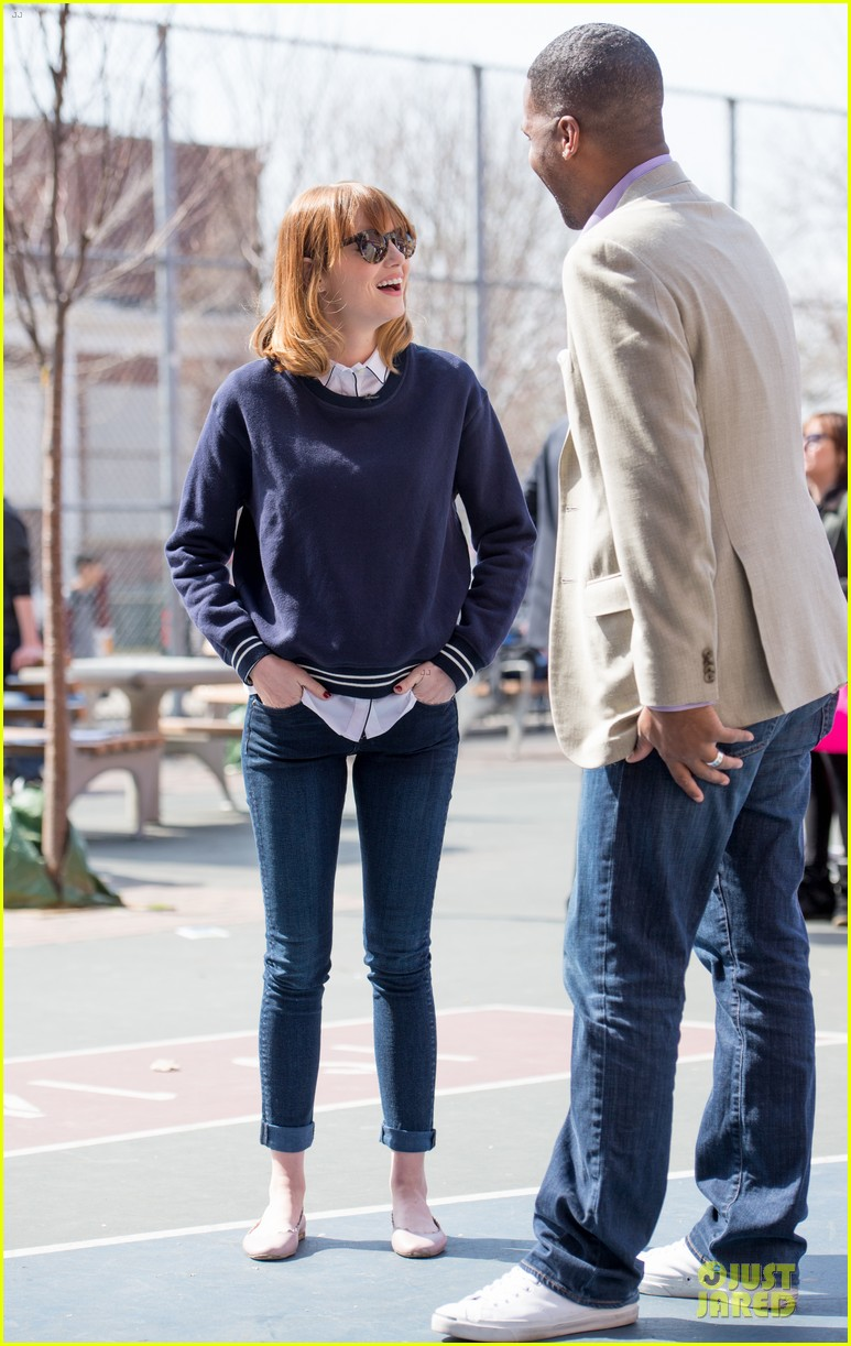 andrew garfield emma stone heart of gold at volunteer day 033099428