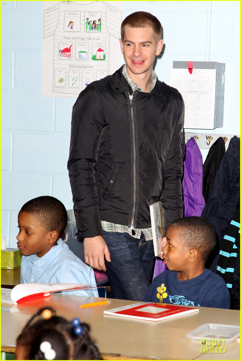 andrew garfield emma stone heart of gold at volunteer day 083099433