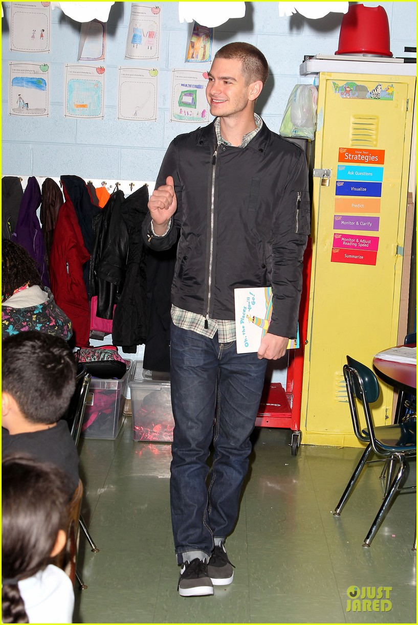 andrew garfield emma stone heart of gold at volunteer day 093099434