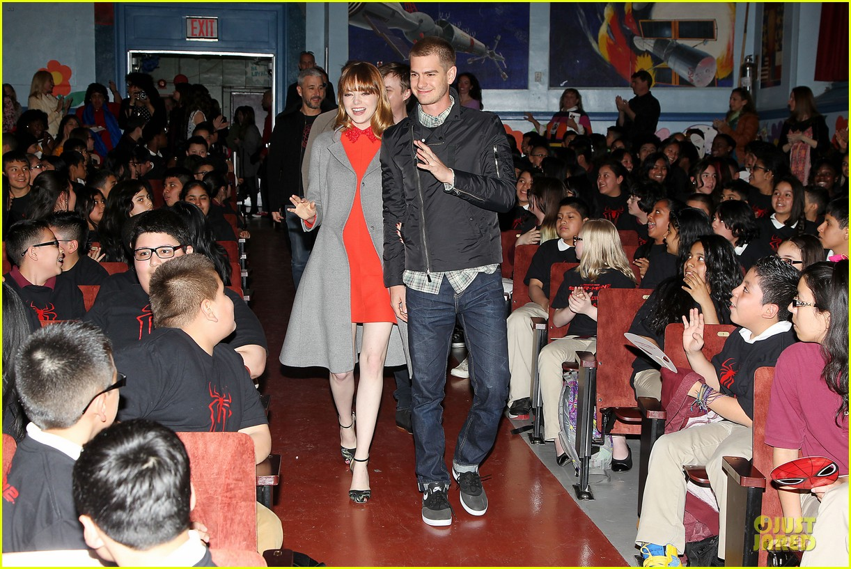 andrew garfield emma stone heart of gold at volunteer day 173099442