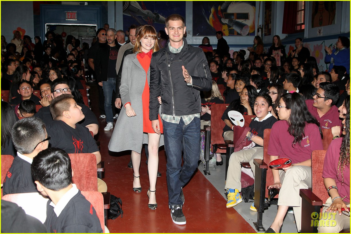 andrew garfield emma stone heart of gold at volunteer day 183099443