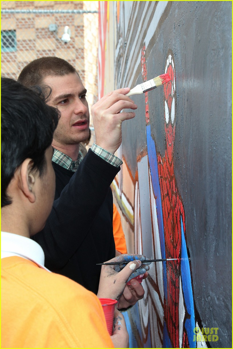andrew garfield emma stone heart of gold at volunteer day 273099452