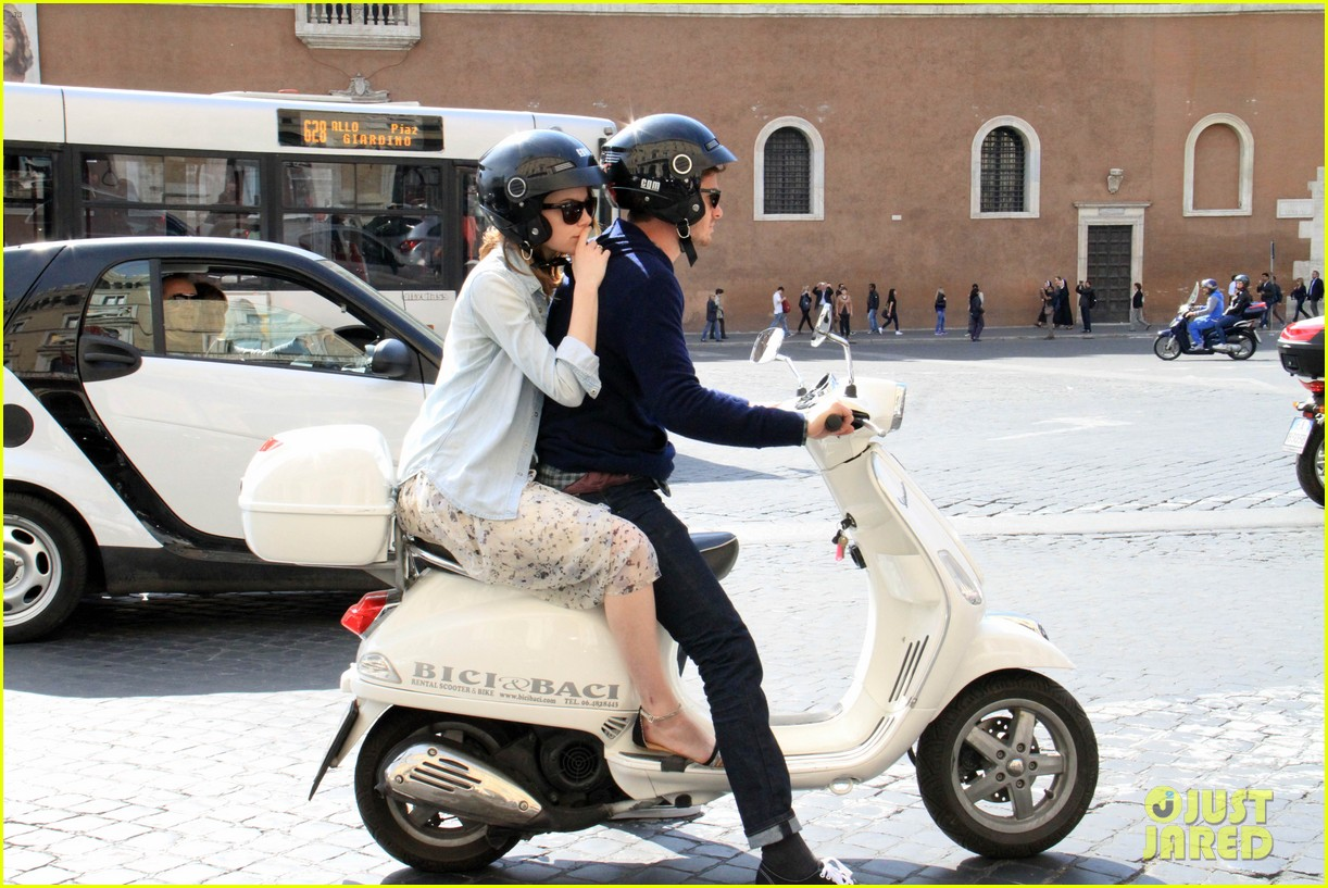 andrew garfield emma stone romantic vespa ride 023090972