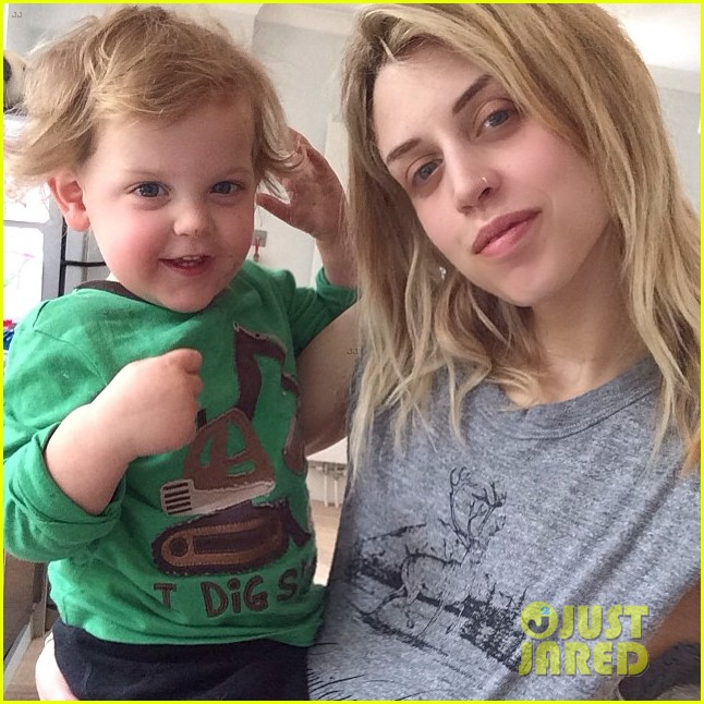 peaches geldof adorable moments with kids 053086368