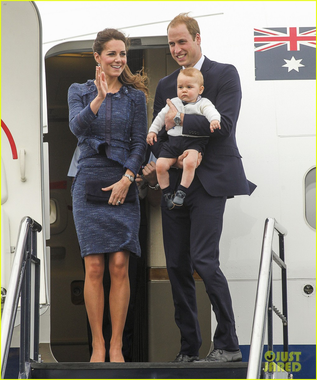 prince george makes appearance parents play with puppies 323092967