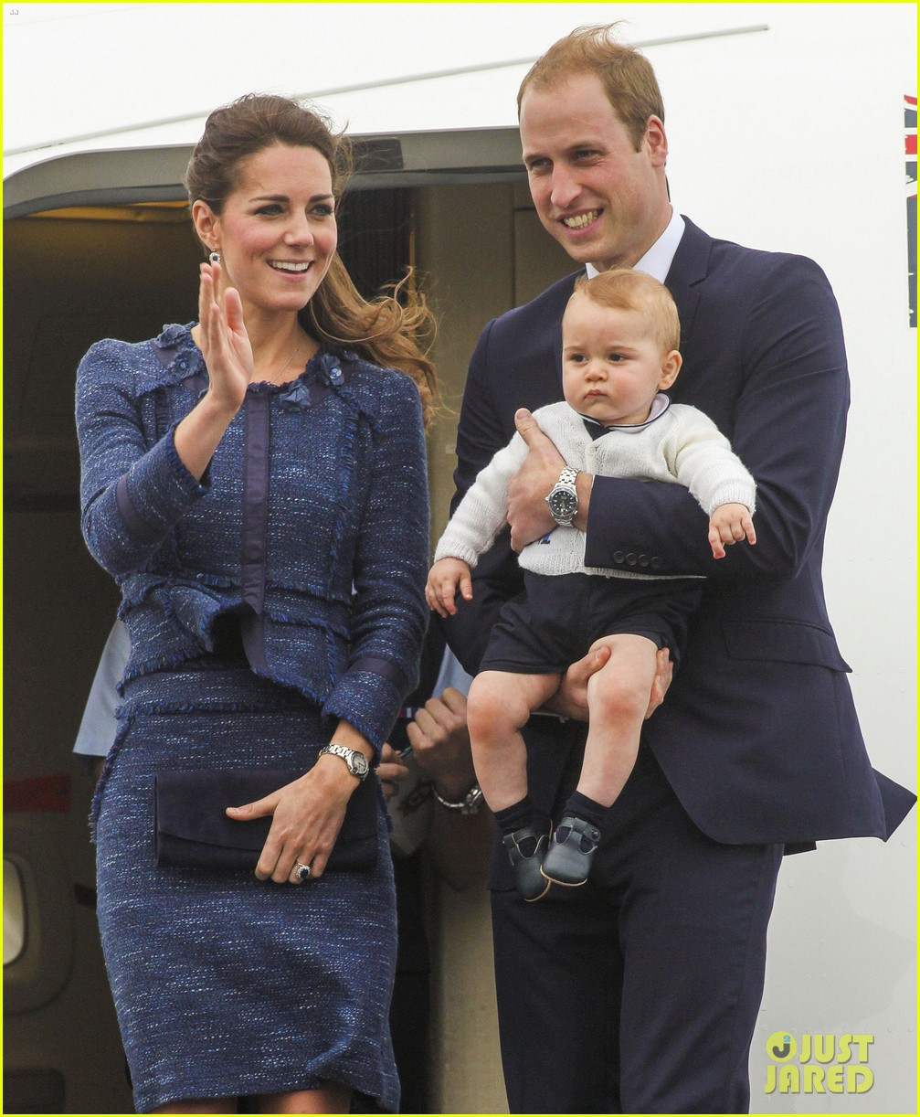 prince george makes appearance parents play with puppies 343092969