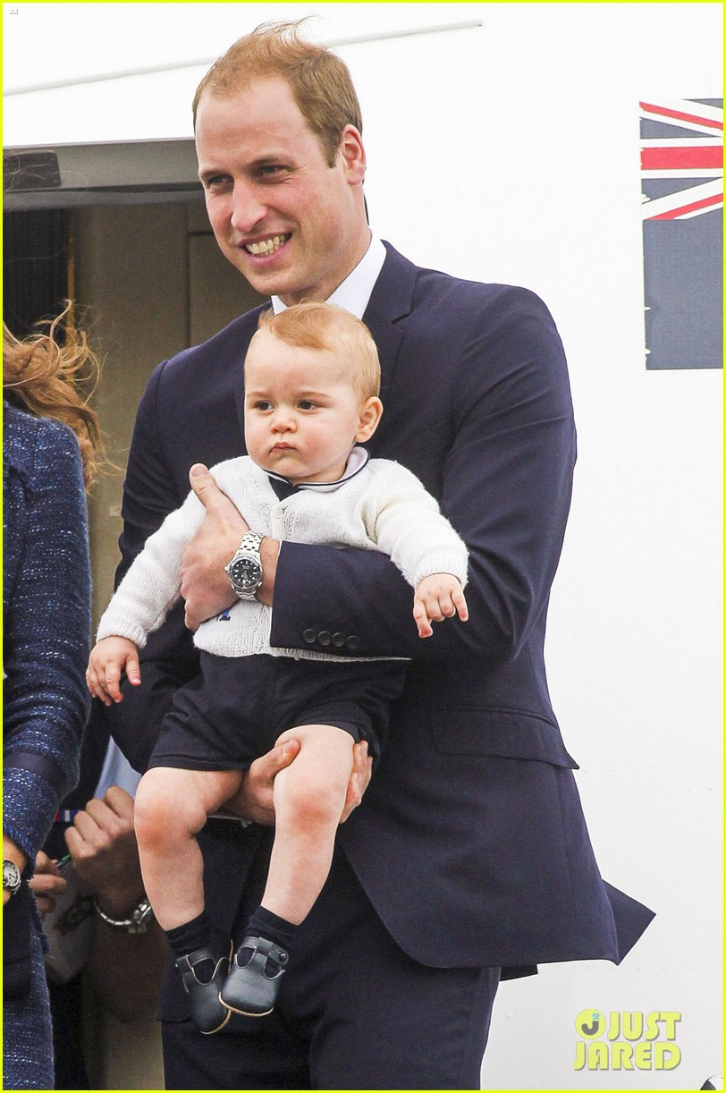prince george makes appearance parents play with puppies 363092971