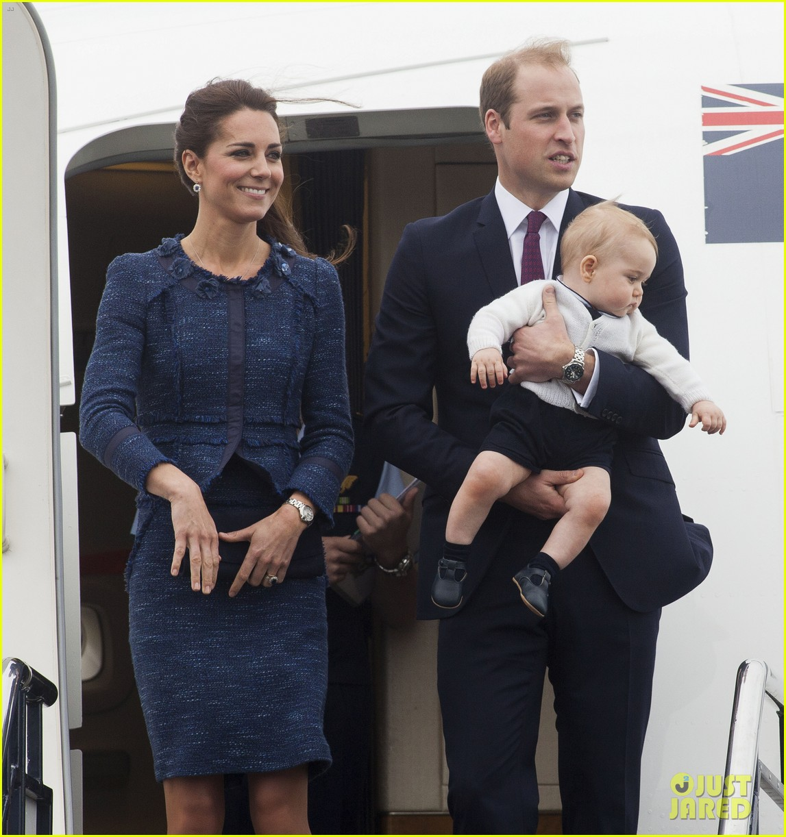 prince george makes appearance parents play with puppies 393092974