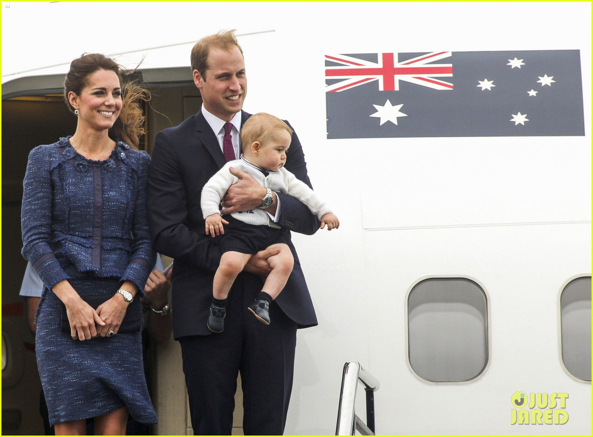 prince george makes appearance parents play with puppies 403092975