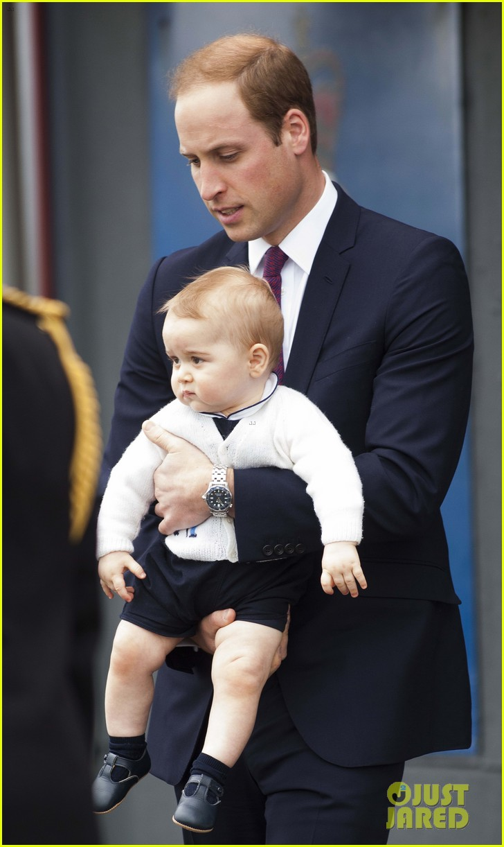 prince george makes appearance parents play with puppies 413092976