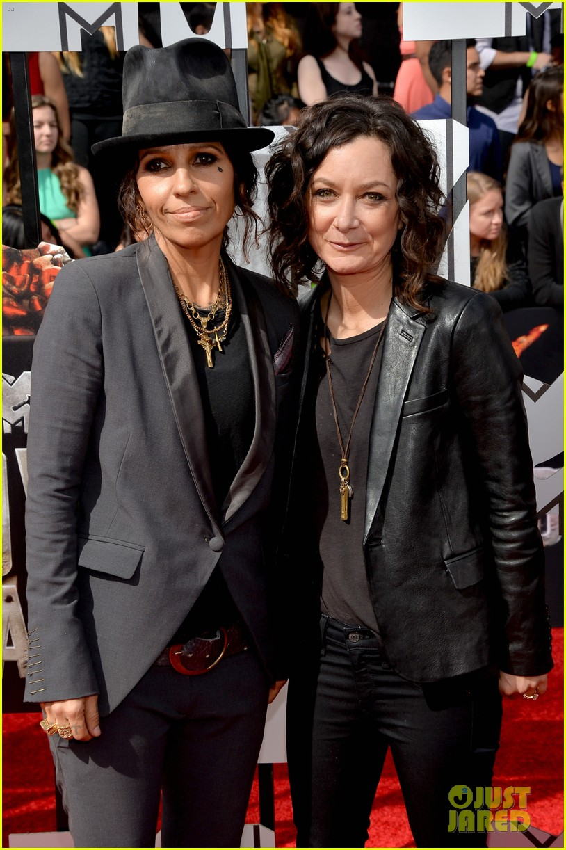 sara gilbert linda perry married couple mtv movie awards 2014 063091050
