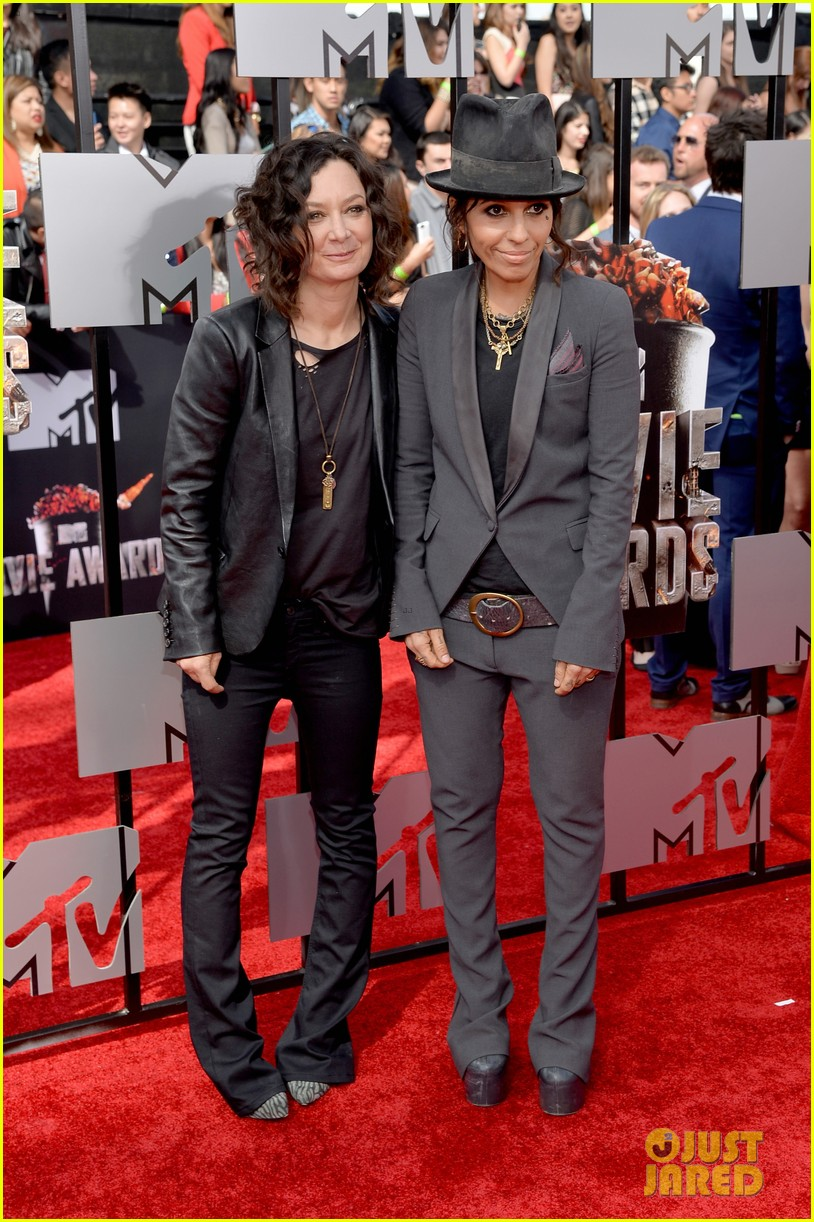 sara gilbert linda perry married couple mtv movie awards 2014 083091052