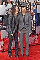 sara gilbert linda perry married couple mtv movie awards 2014 01