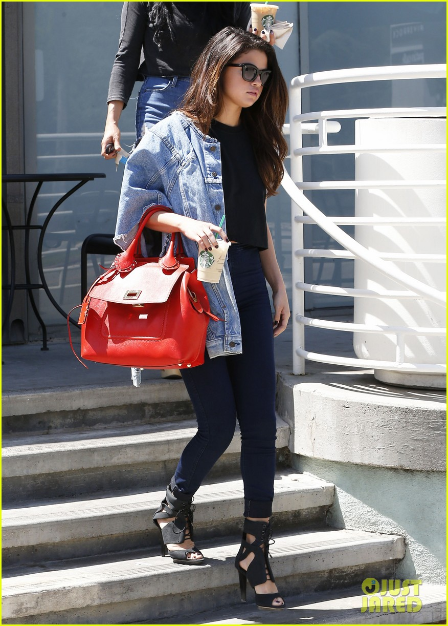 selena gomez spent easter sunday with tons of friends 05