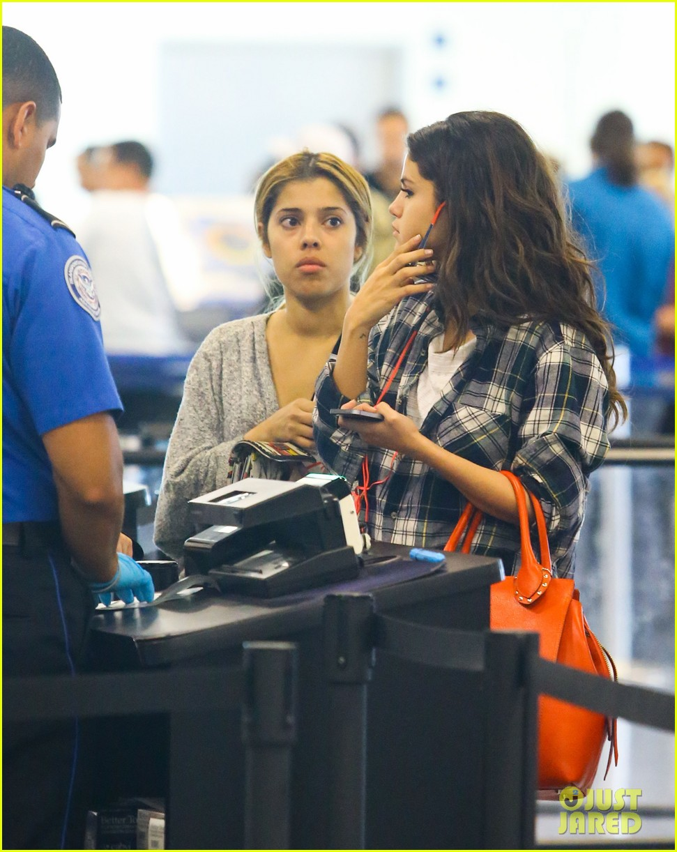 selena gomez leaves miami after spending time with justin bieber 023088406