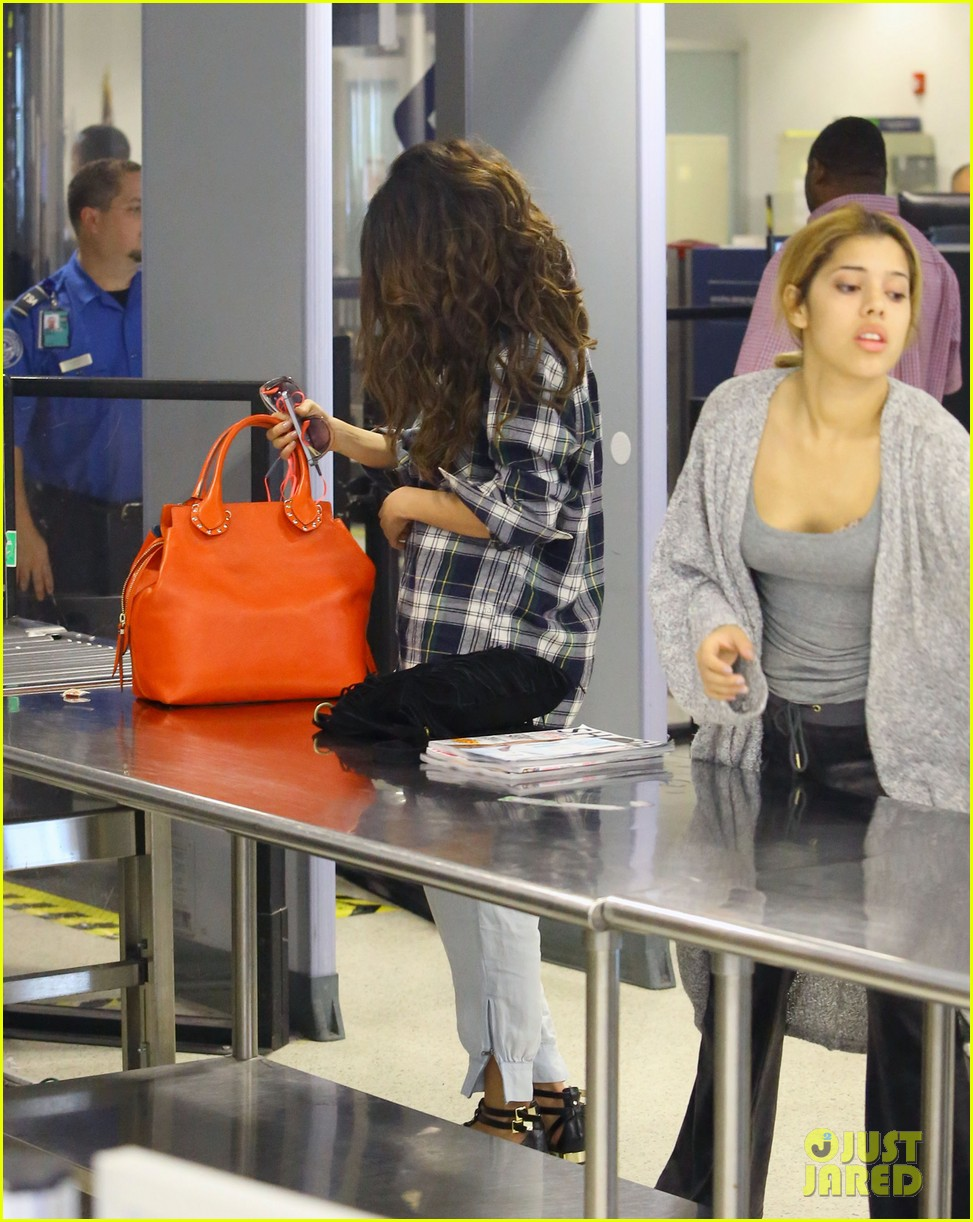 selena gomez leaves miami after spending time with justin bieber 033088407
