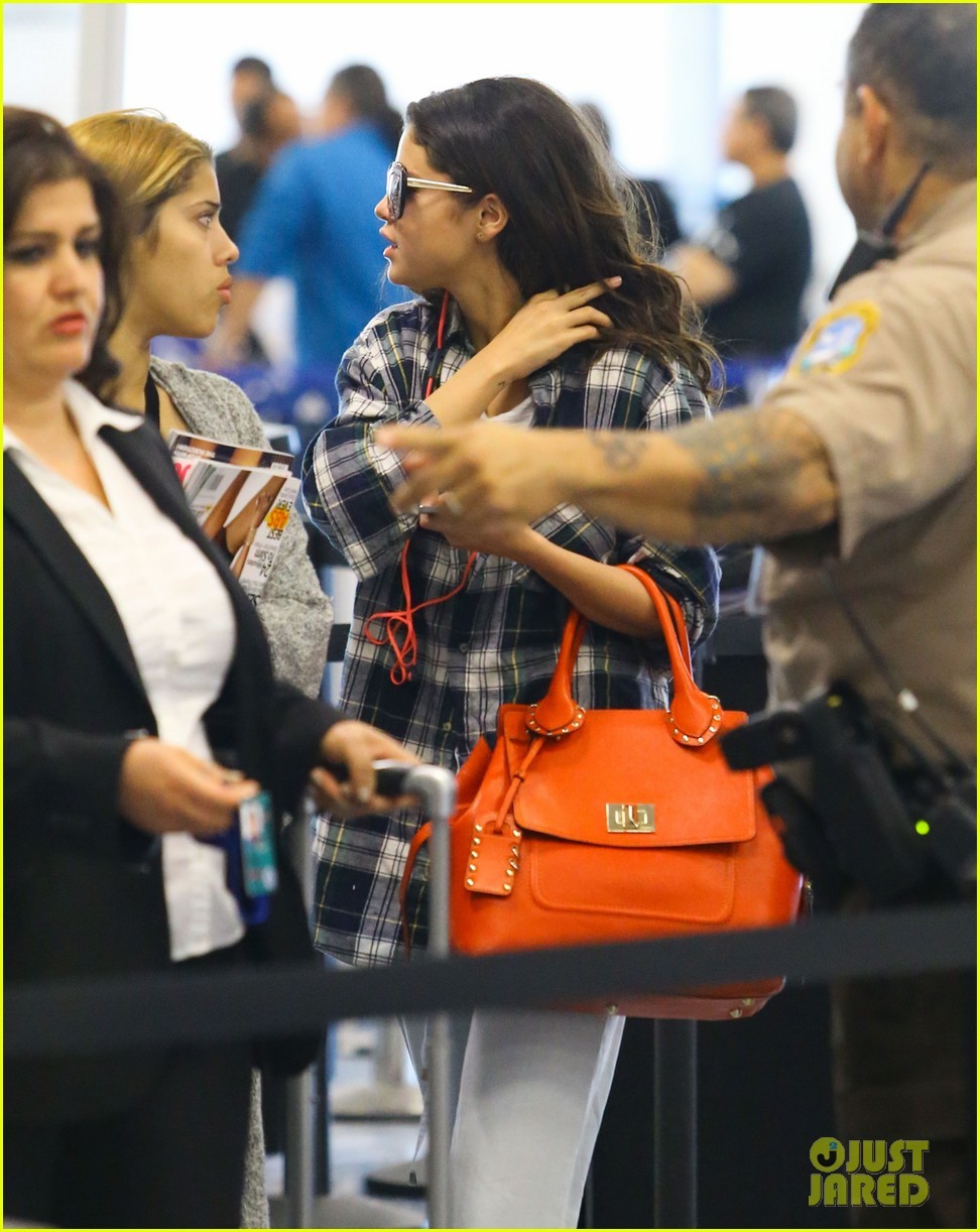selena gomez leaves miami after spending time with justin bieber 073088411