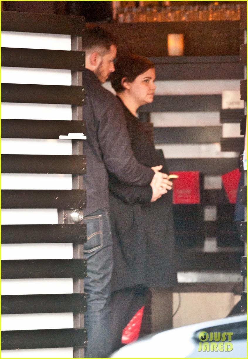 ginnifer goodwin josh dallas hold her baby bump together 053097675