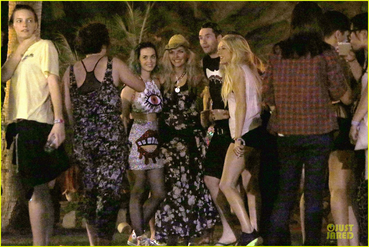 ellie goulding rita ora hang out at coachella 01
