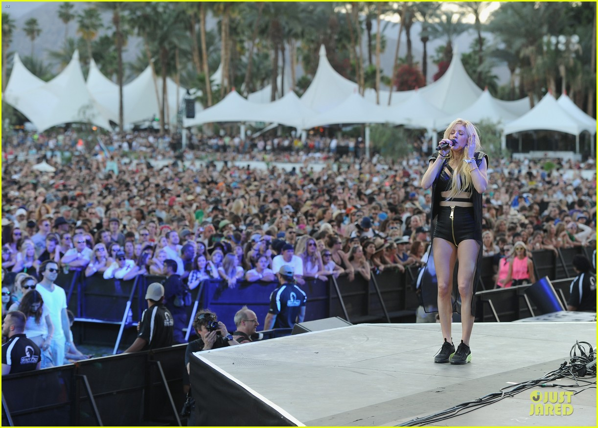 ellie goulding rita ora hang out at coachella 083089610