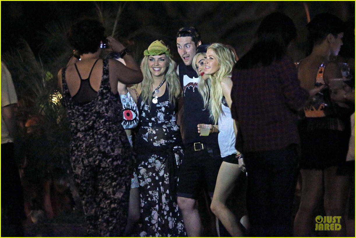 ellie goulding rita ora hang out at coachella 19