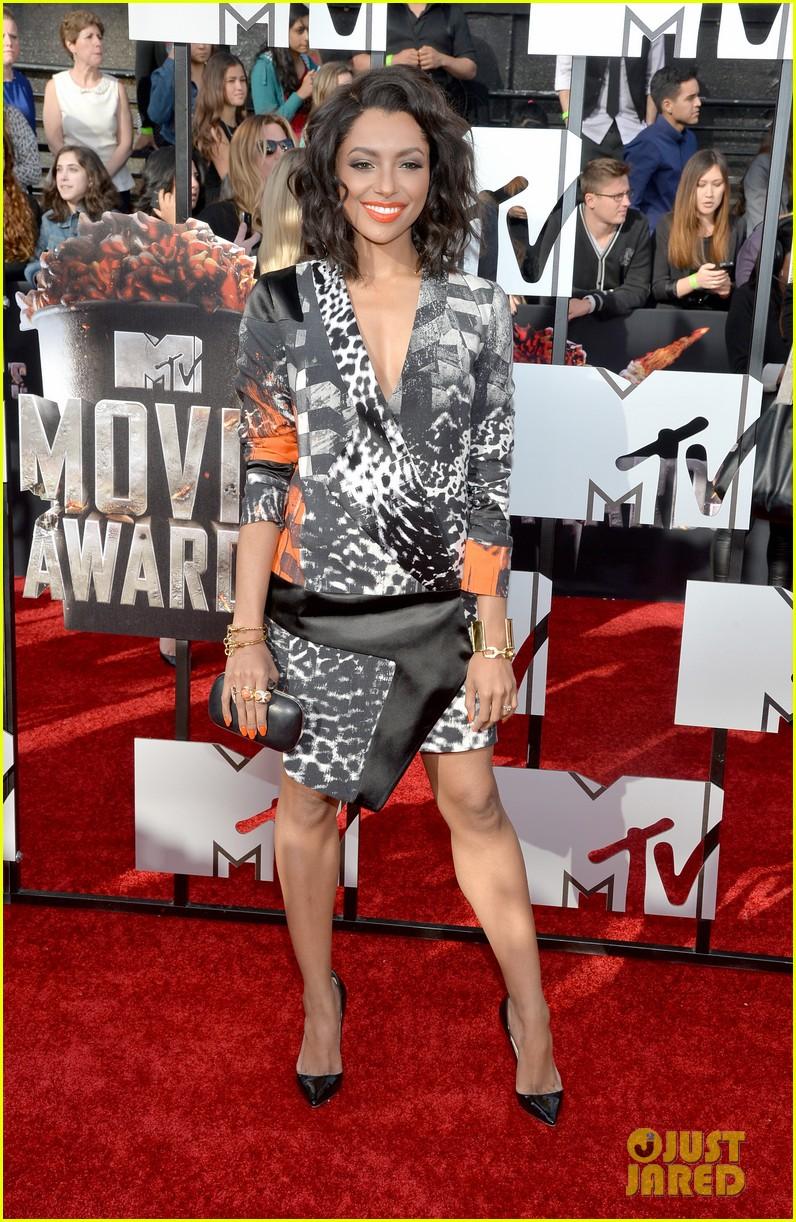 kat graham printed beauty at mtv movie awards 2014 red carpet 013091275