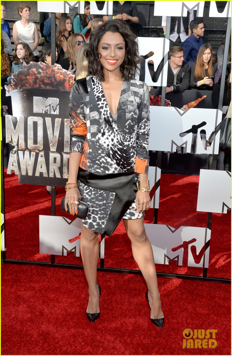 kat graham printed beauty at mtv movie awards 2014 red carpet 04