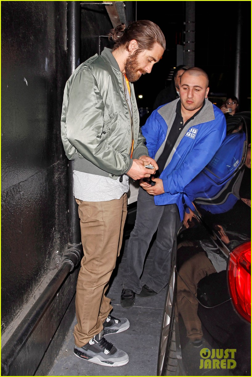 jake gyllenhaal aaron paul are easy on the eyes at arcade fire concert 013096638
