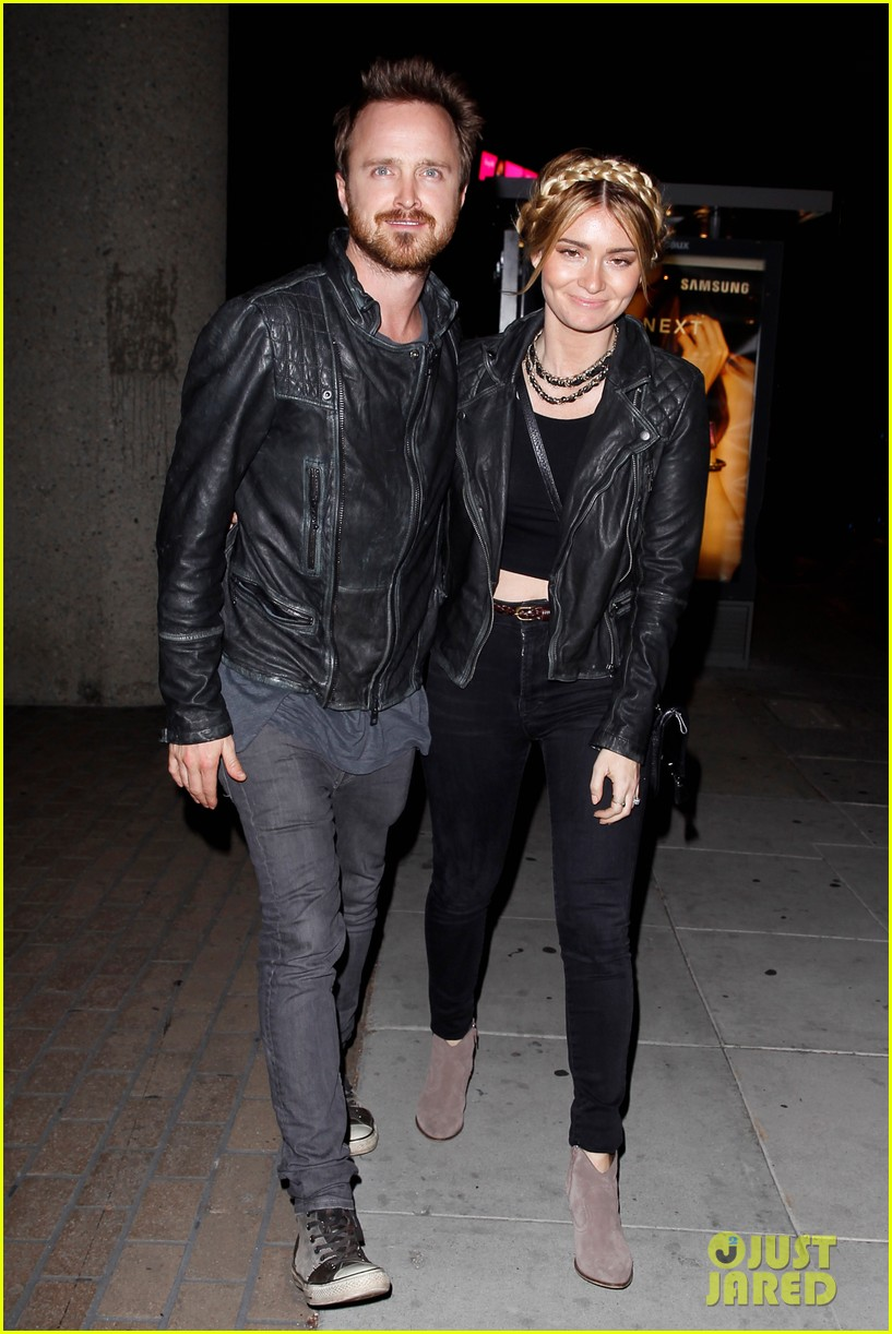 jake gyllenhaal aaron paul are easy on the eyes at arcade fire concert 033096640