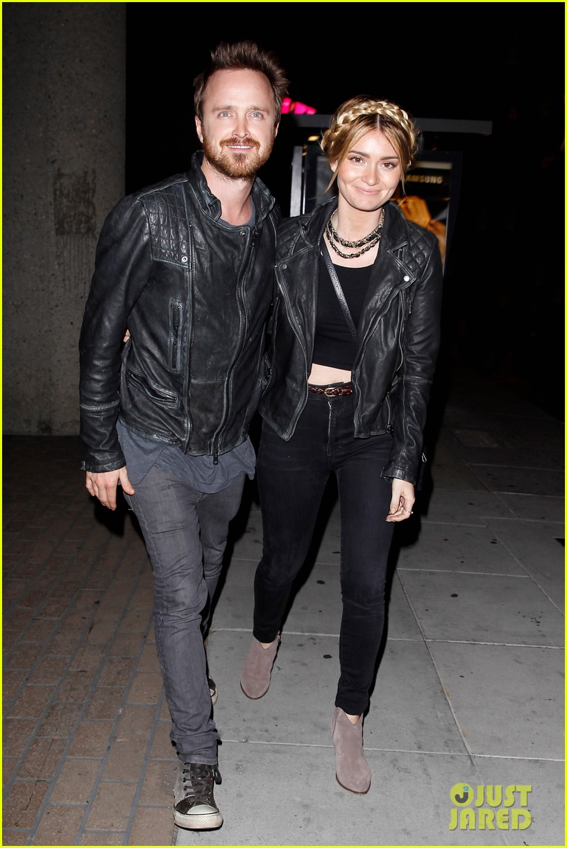 jake gyllenhaal aaron paul are easy on the eyes at arcade fire concert 053096642