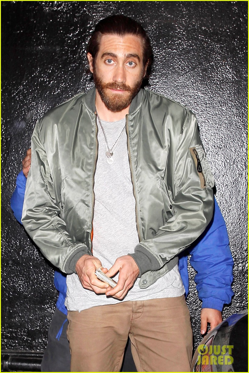 jake gyllenhaal aaron paul are easy on the eyes at arcade fire concert 083096645