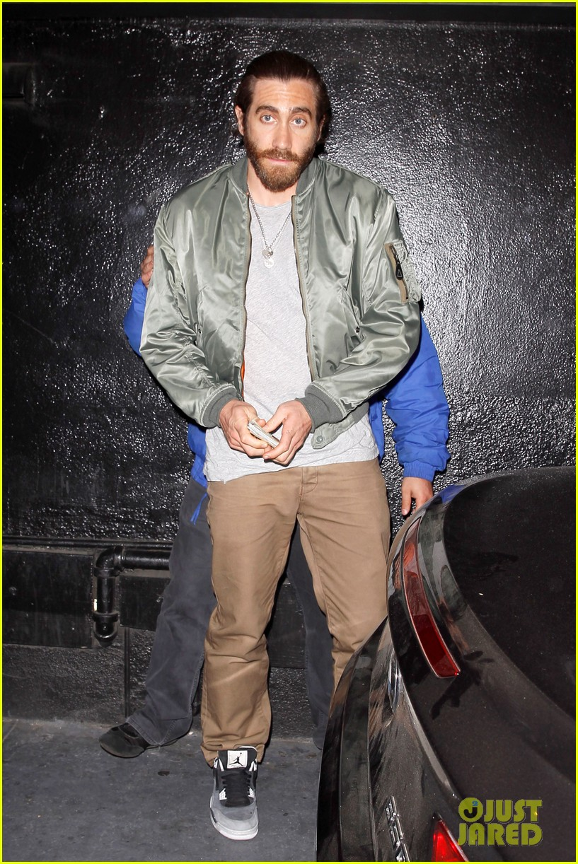 jake gyllenhaal aaron paul are easy on the eyes at arcade fire concert 093096646