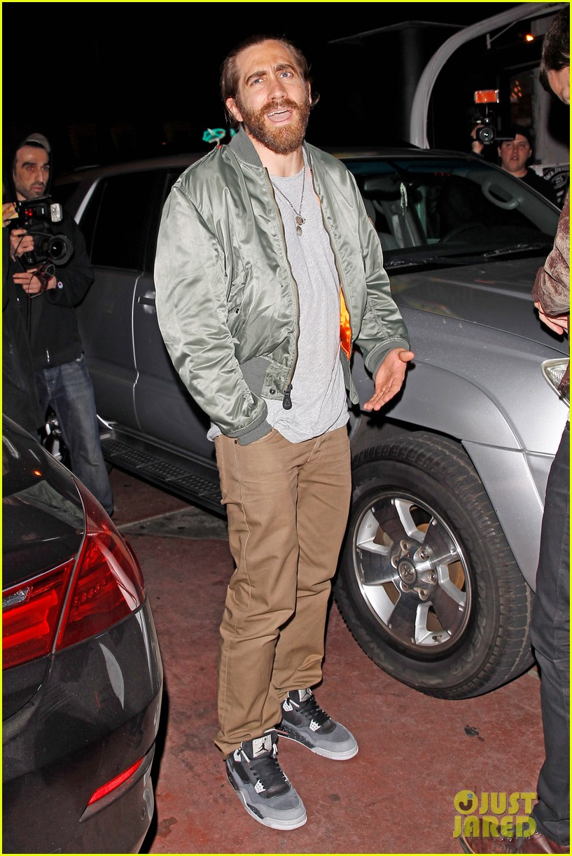 jake gyllenhaal aaron paul are easy on the eyes at arcade fire concert 10