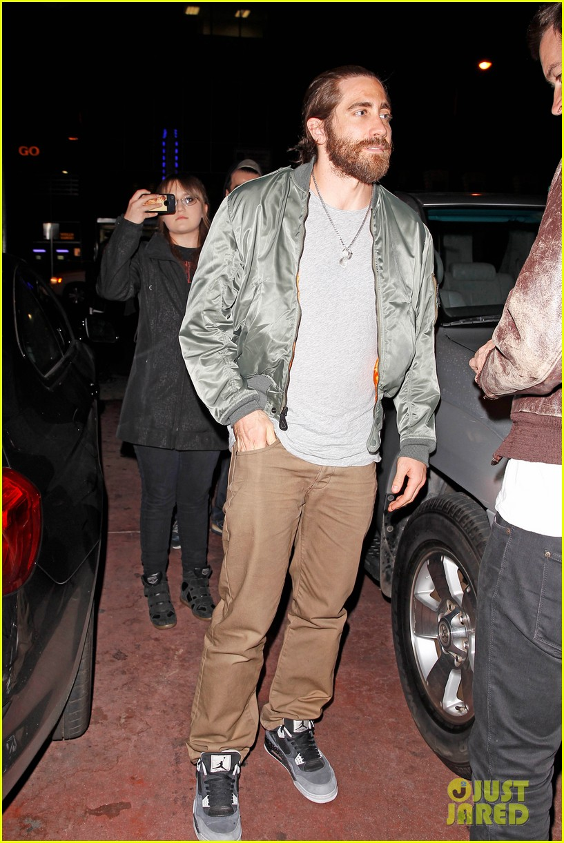 jake gyllenhaal aaron paul are easy on the eyes at arcade fire concert 113096648