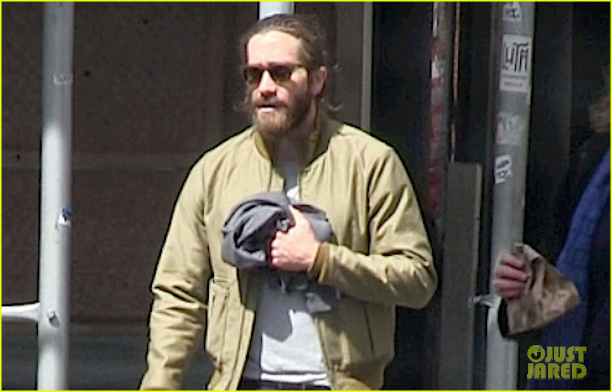 jake gyllenhaal is back in nyc still sporting his scruffy beard 023101626