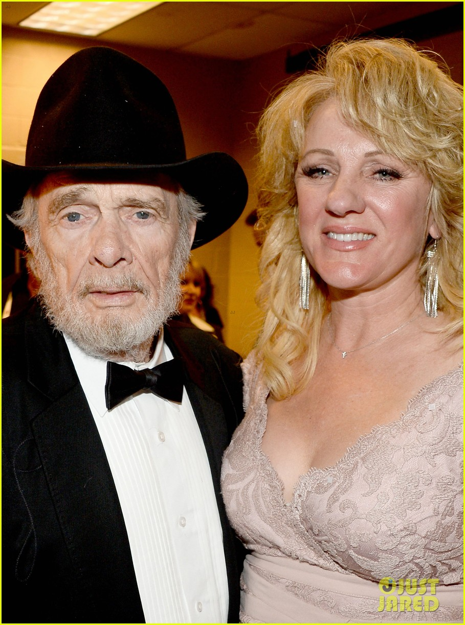 merle haggard acm awards 2014 with wife 053085988