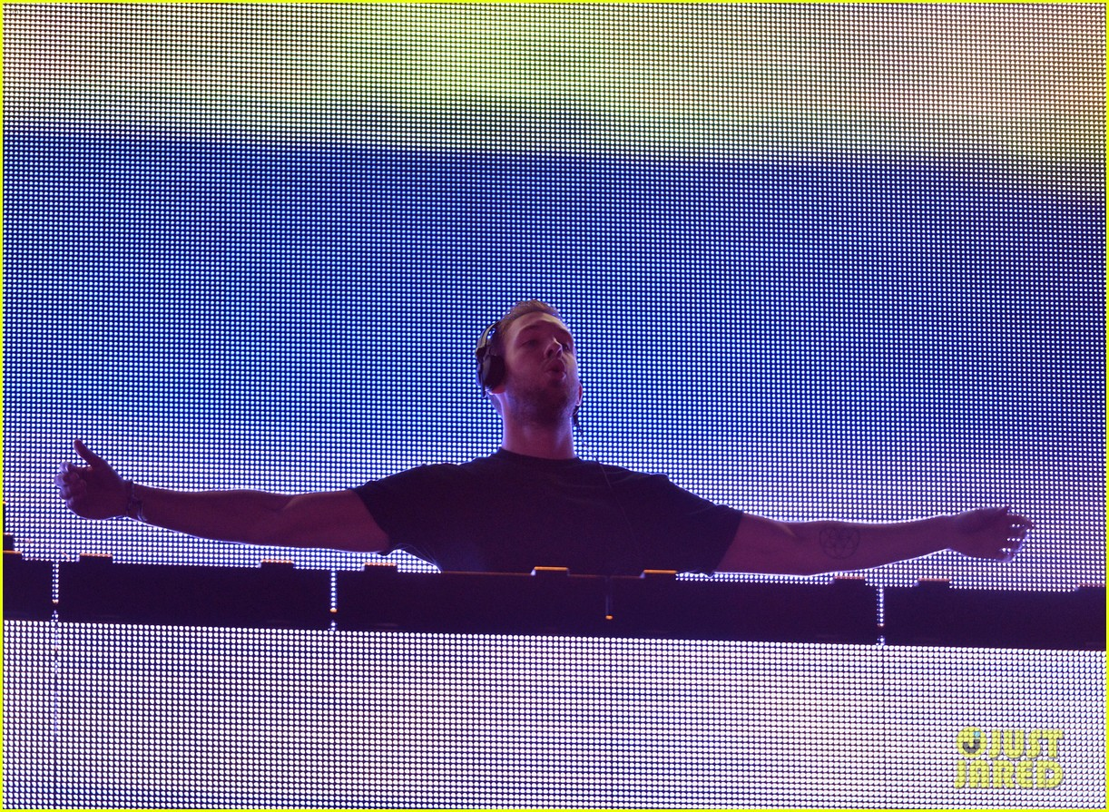 calvin harris performs energetic set at coachella 2014 083092113