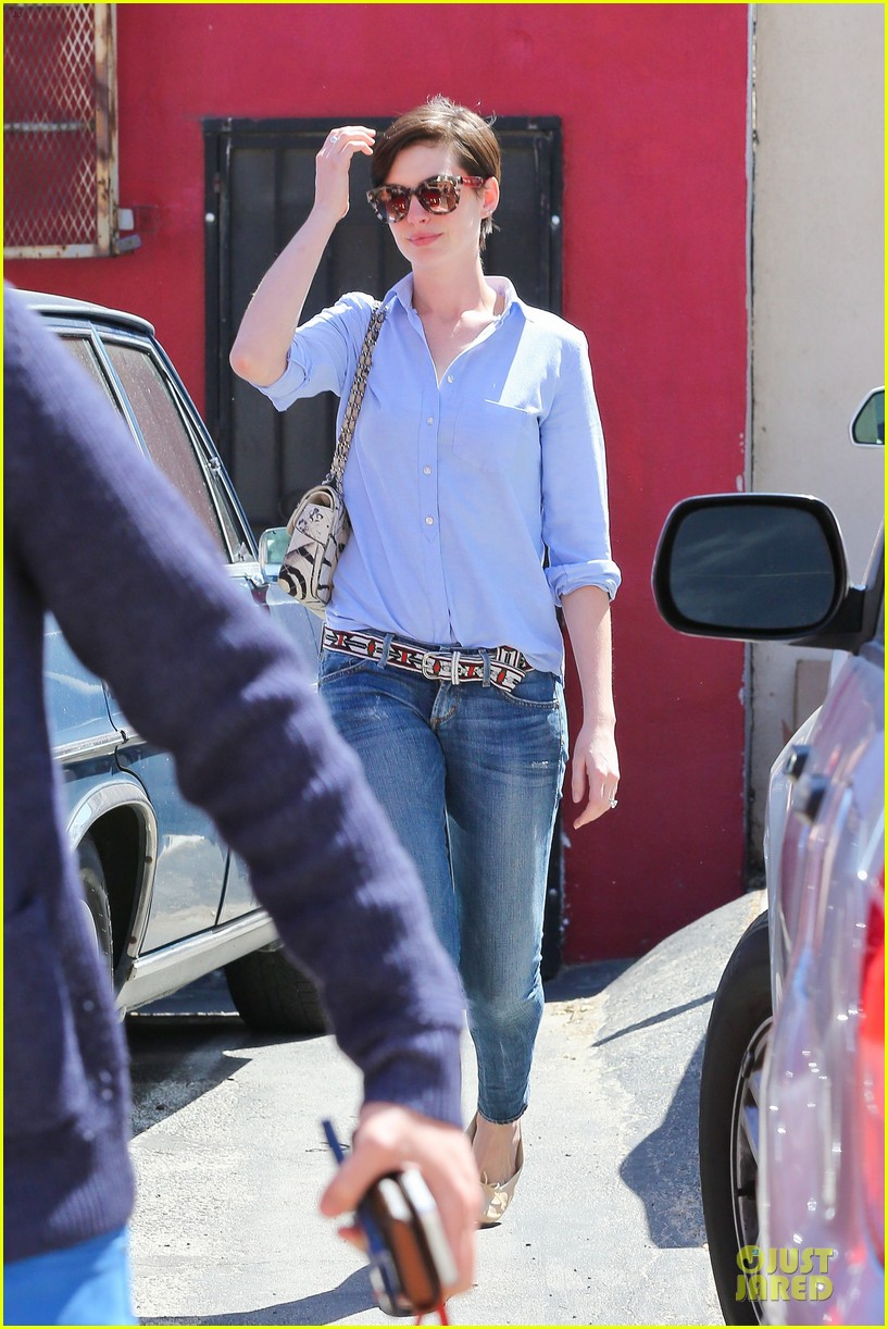 anne hathaway adam shulman antiques at home 013082565