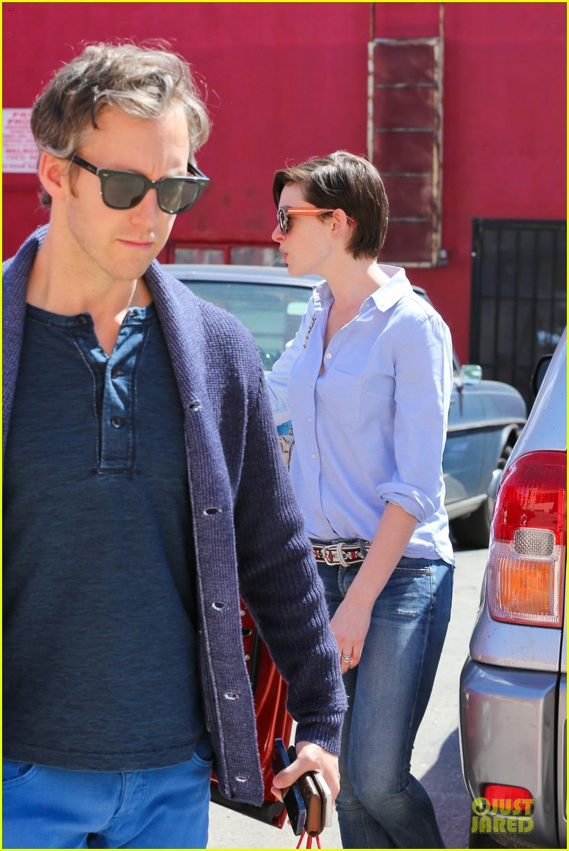 anne hathaway adam shulman antiques at home 06
