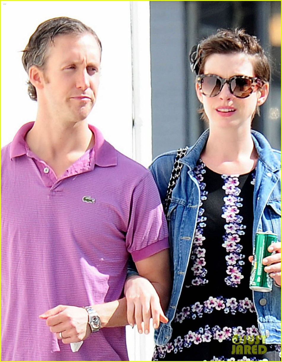 anne hathaway was blushing from william compliments 023092226