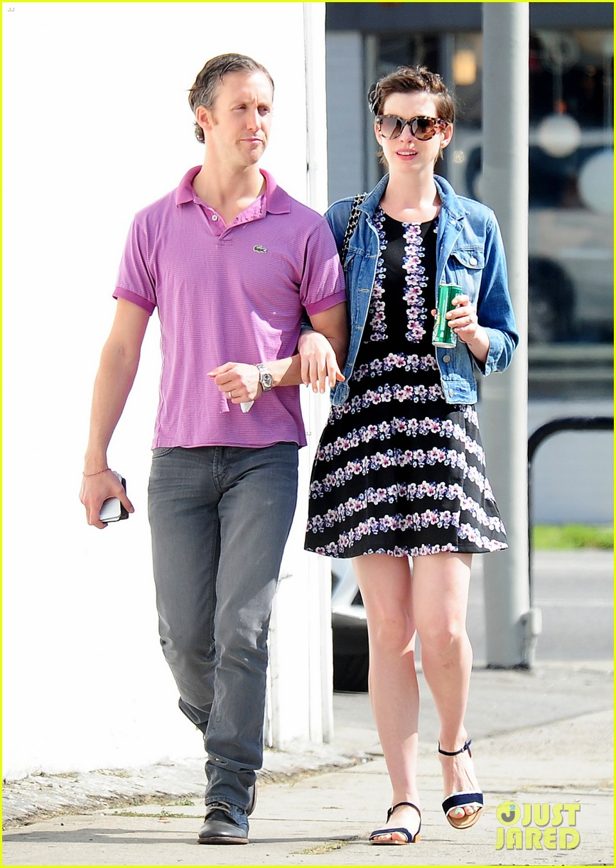 anne hathaway was blushing from william compliments 043092228