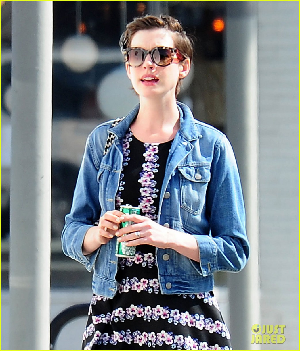 anne hathaway was blushing from william compliments 053092229