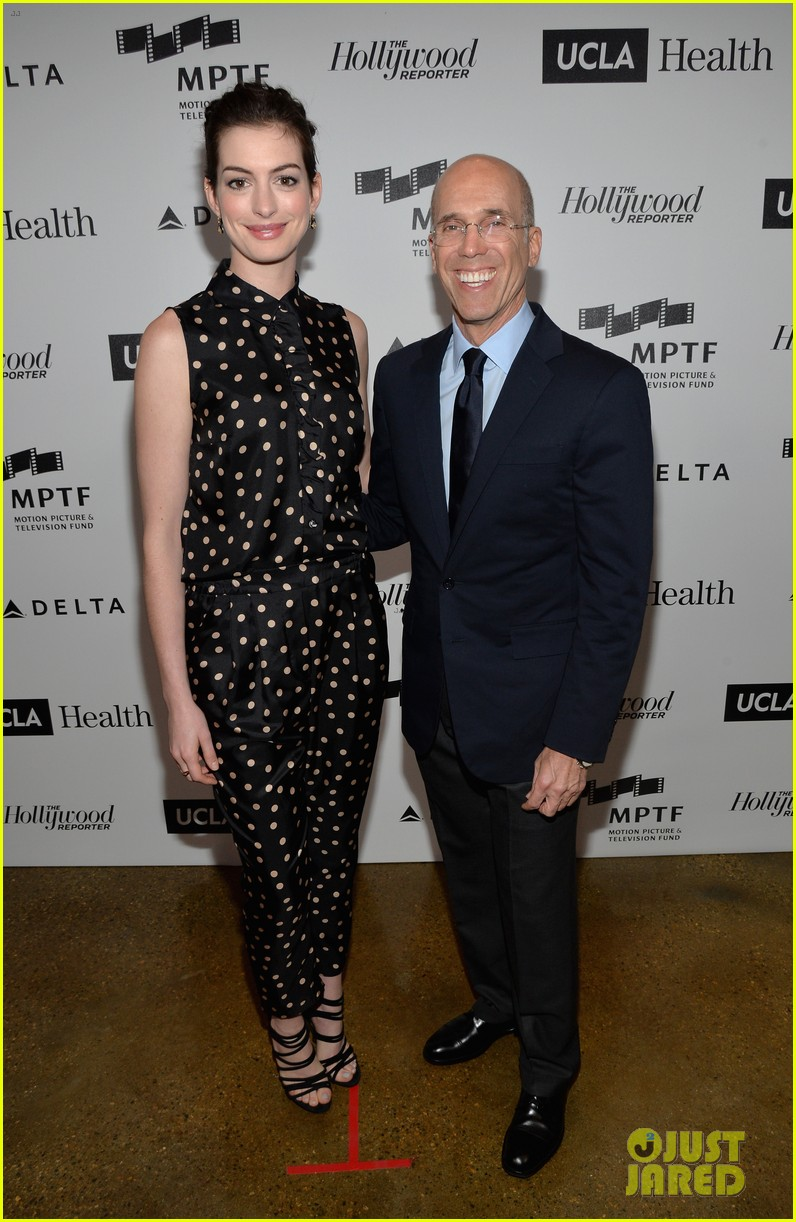 anne hathaway joseph gordon levitt dark knight reunion 093085372