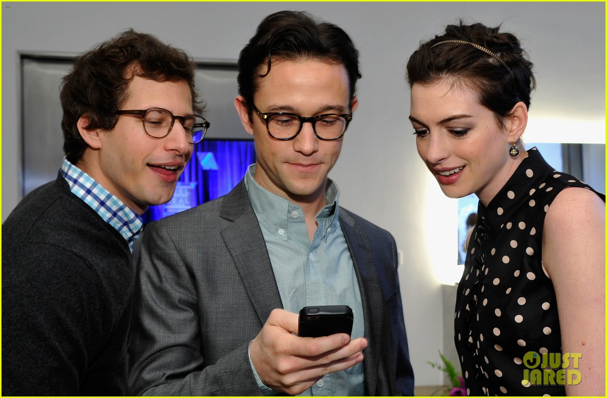 anne hathaway joseph gordon levitt dark knight reunion 11