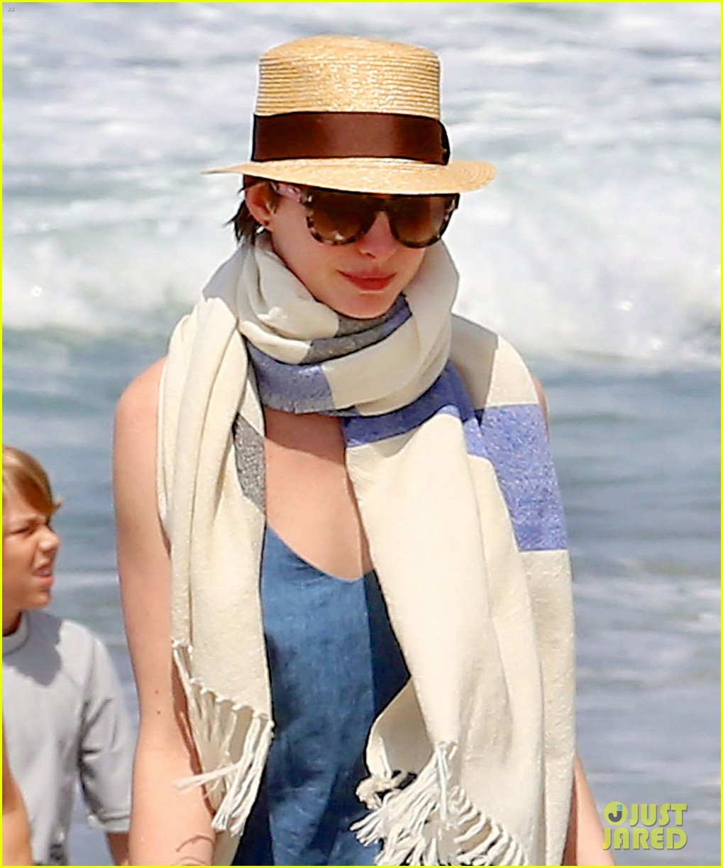 Anne Hathaway Masters The Under The Leg Football Toss