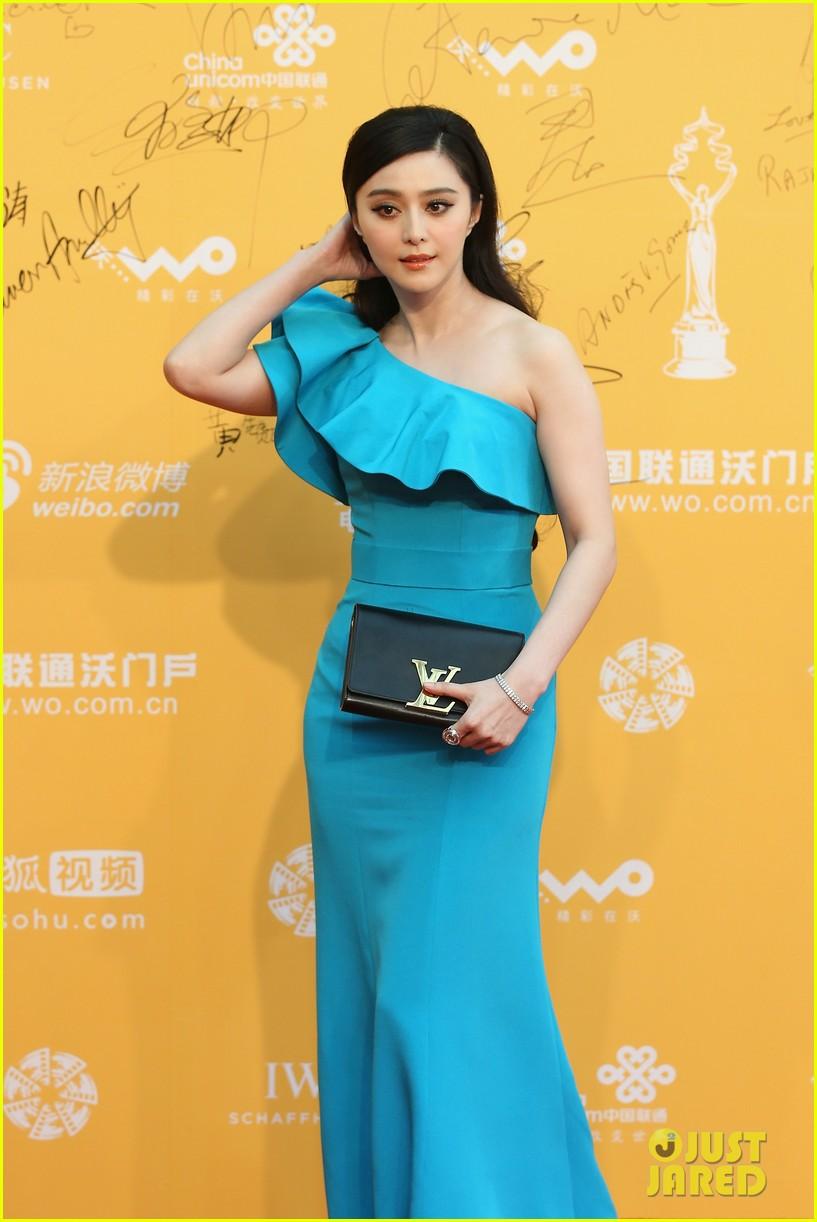 hayden christensen looks so handsome in tuxedo beijing film festival 023093748